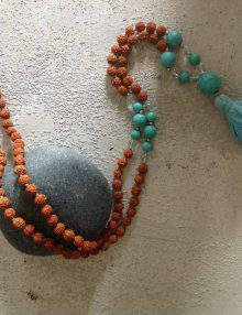 Mālā: origine e significato di un rosario orientale